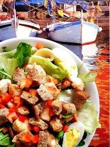 Uma salada e uma foto