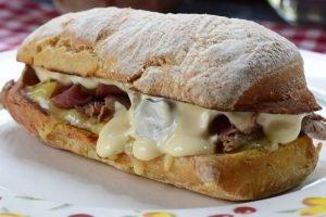Sanduíche de Rosbife e Pastrami estilo Earl of Sandwich