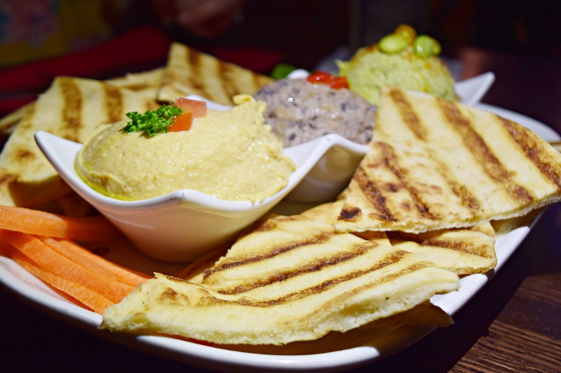 Trio de hummus Planet Hollywood Observatory