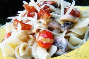 Tortiglioni com Cogumelos e Alho-poró
