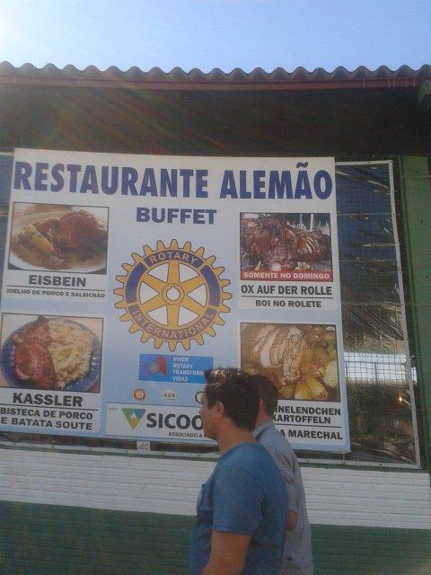 Pratos servidos no Restaurante Alemão, mantido pelo Rotary da cidade