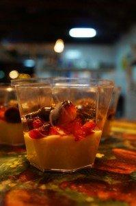 Taça de Chocolate Branco com Morangos e Ganache
