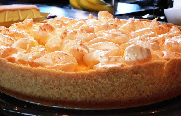 Torta de Pêssegos com Suspiros – Regina Franco