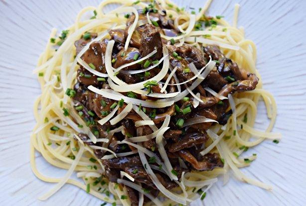 Espaguete com tiras de mignon e cogumelos 1