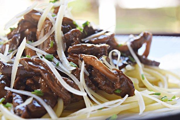 Espaguete com tiras de mignon e cogumelos 2