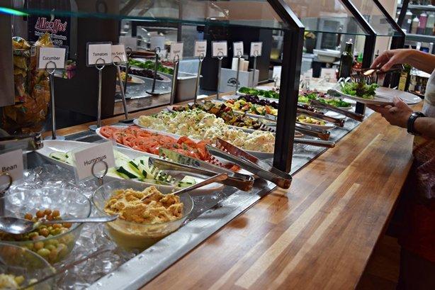 Buffet de saladas e antepastos do Figueira