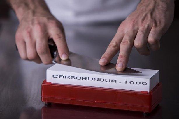 Carborundum lança pedras de afiar para alta gastronomia e te ensina a usar