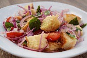 Panzanella – A salada de pão da Toscana