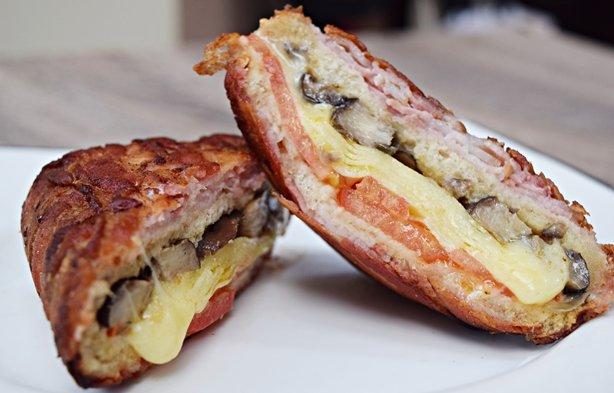 Sanduíche Enrolado com Bacon – Das gordices que vemos na Internet