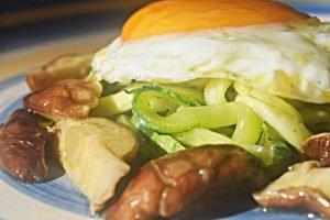 Espaguete de Abobrinha, Shitake e Ovo