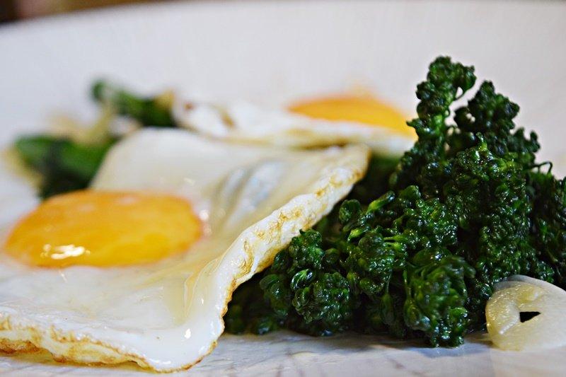 Brócolis no Azeite e Alho (mais um Ovo)