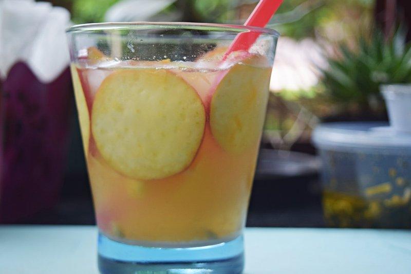 Caipirinha de Caju e Limão Rosa – Maria Alice Maciel